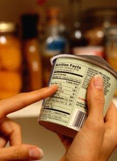 За яркими и броскими этикетками очень часто прячутся опасные ингредиенты и совсем не полезные вещества